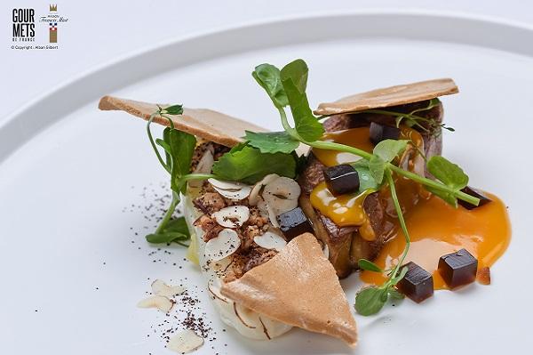 foie-gras-poele-chutney-mangue-endives-confites-aux agrumes-meringue-et gel-cafe